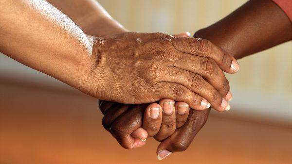Enfermeras que trabajan con afectividad: orgullo de ser enfermera